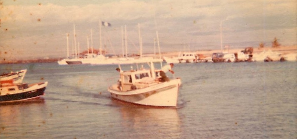 Sampan arriving at Maalaea Harbor, Maui in 1980 (Photo courtesy of Salvador Santos).